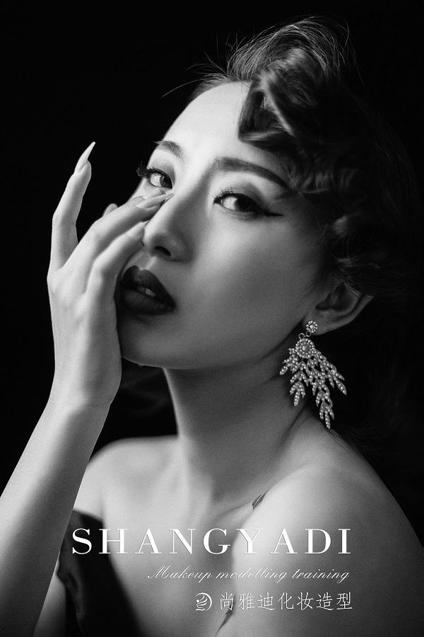 西宁尚雅迪化妆班毕业